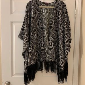 ROCK AND ROLL COWGIRL black/white fringed shawl
